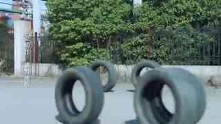 《推手》男子和美女一起赛车,两人车技一流惊险过关卡,真是太厉害了