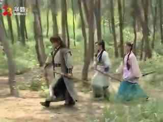《大汉英雄》男子假扮江湖大侠,欺负两位姑娘,谁料却落入姑娘的圈套,活该!