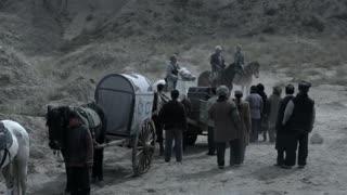 《黄河在咆哮》留洋小姐山中遭遇土匪抢劫,幸得问路的八路军团长相救