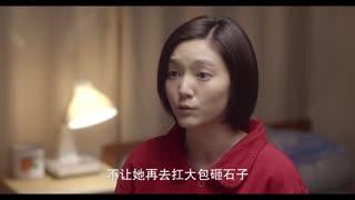《黄大妮》少年要去读书了,少女说要帮他照顾家里,少年很感动抱住了少女