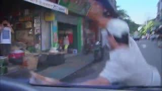 《没说不爱你》男子追抢劫犯,抢劫犯却被车重撞,男子在医院遭警察盘问