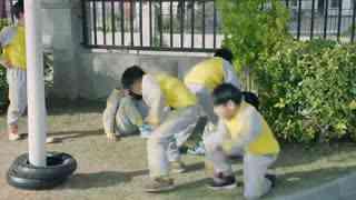 《熊爸熊孩子》李小为在学校被打,熊维尼挺身而出,两人却出手打了起来