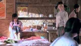 《两个女人的战争》孝心女儿为给老爸织围脖,竟忍痛把唯一的毛裤拆了,冷就干活取暖!