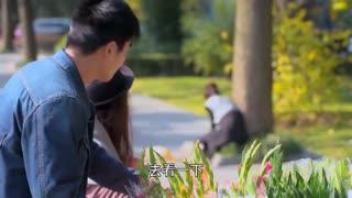 《两个女人的战争》欣梅老来去看望淑荣,没料半路突然发病,可把淑荣急疯了!
