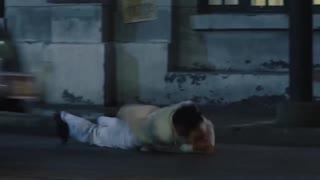 《破晓》男人前往车站抓人,不想抓获的却是一个冒牌货,被放后突然被车撞