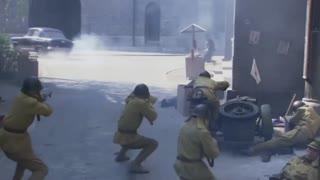 《绝地枪王》八路军狙击手埋伏在二楼狙杀日军,一枪爆头日军军官,精彩