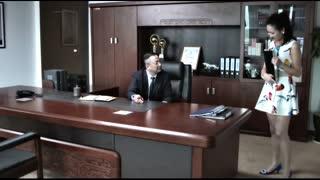 《谎言的诱惑》公关部没人手了,女助理自告奋勇陪总裁去饭局,总裁很满意