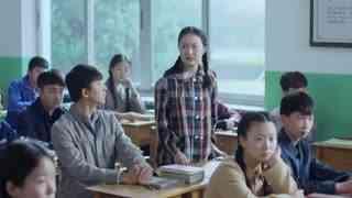 《生于70年代》班上新转来一位女同学,进门的那一刻,男同学口水都快流下来了