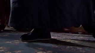 《渗透》男子竟打造了一副纯金鞋垫,高兴地直嘚瑟,真是有钱没处花了!