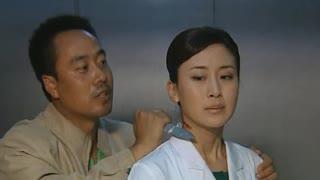 《跨国阴谋》男子电梯内挟持女医生!不料电梯门打开看到警察后,男子立马怂了