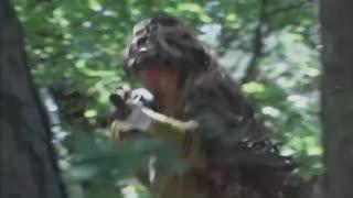 《绝地枪王》高手间的生死对决,中国狙击手跪地滑行,直接一枪命中日军右眼!