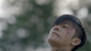 《热血勇士》为了让小伙活下去,战友握着小伙手中的枪自杀,小伙懵了!