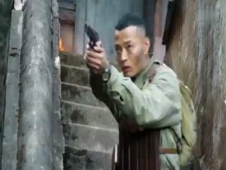 《特种兵之深入敌后》特种兵吹口哨传达信息,狙击手将暗藏的鬼子一枪爆头!