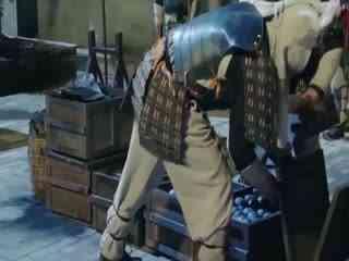 《抗倭英雄戚继光》小伙潜入倭寇军火库,拿着火折子帅气一扔,连环爆炸场面震撼!