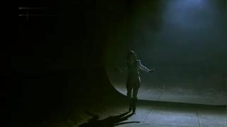 《古今大战秦俑情》小伙和美女误传入神秘墓地,不料里面机关重重,二人差点命丧黄泉!