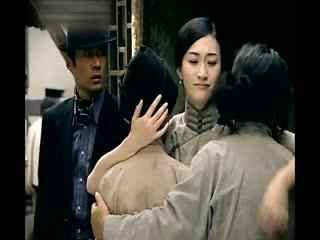 《凤穿牡丹》女孩在街上被小男孩盗窃,追到最后,不想竟是失散的弟弟!