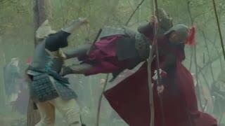 《抗倭英雄戚继光》倭寇想要活捉猛将杨文,不料杨文杀红了眼不愿撤兵,正合敌意了!