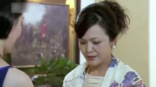 《恋爱相对论》富太太在酒会上弄脏裙子,不料被美女发现,竟用一块丝巾化解尴尬!