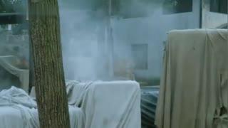 《战火中的兄弟》狙击手躲在楼上伏击,瞄准楼下的鬼子一枪一个,精彩