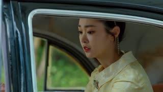 《小楼又东风》父亲被汉奸刺杀,女儿竟跑出去见情人,母亲大怒直接给她一巴掌!