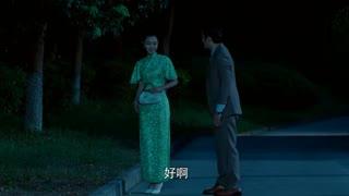 《小楼又东风》美女特工和男子约会,竟故意把脚崴了,下一秒男子遭殃了