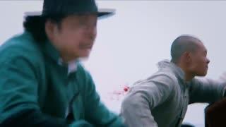 《黄金血道》警察终于追到嫌犯,拿到货物,可惜最后主犯逃跑被他人所救
