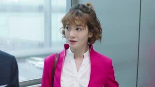 《赛小花的远大前程》女人电梯自嗨遇老板,场面尴尬,全程尴尬聊天吓到上司