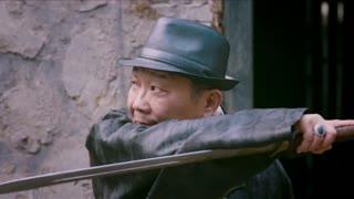 《黄金血道》男子狂妄亮宝刀与警察大打出手,不料宝刀碎成两块,反被嘲讽