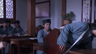 《大明医圣李时珍》弟弟送哥哥到往书院,在哥哥坐下后,却遭到其他同学的议论