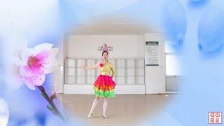 刘荣广场舞《在那桃花盛开的地方》五福天团组合原创附教学和背面