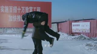 《猫冬》第8集预告 林三木把父亲扛回家,于三通被说是特务