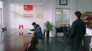 《我们在梦开始的地方》第28集精彩看点:江南得知误会晓玮 解开心扉来道歉