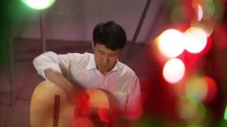 《春暖花开》晓薇痴迷剑明弹吉他.mp4