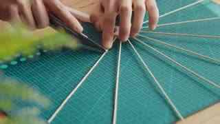 做个东西_20170525_用生宣纸和竹签做完这个【夏日纸扇】,身边的空气都凉快起来了