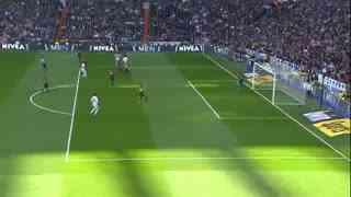 1213赛季国家德比:皇家马德里2-1巴塞罗那 本泽马开场5分钟进球,拉莫斯头球绝杀!