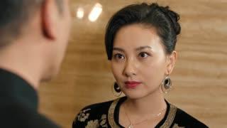 《一路上有你》28预告:谢仙推荐国依铭当总经理