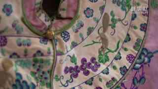 展现京绣技艺在书中体验中国传统服装之美