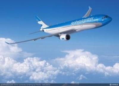 南航珠海北京航班遭鸟袭击