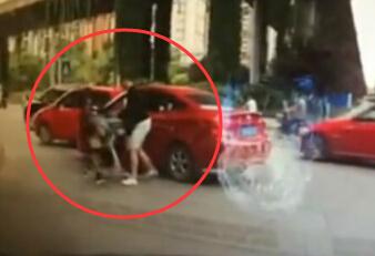 东北女孩打成都女司机视频_成都女司机被打视频 堪比拳击现场--华数TV