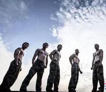 学霸变身肌肉猛_可以当壁纸肌肉男图片-肌肉男图片壁纸黑白,微信头像肌肉男 ...