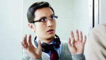 《横冲直撞好莱坞》精彩片段:小明洗手间被捕赵薇来救驾
