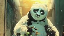《功夫熊猫3》片段:阿宝一边洗泡泡浴一边玩娃娃