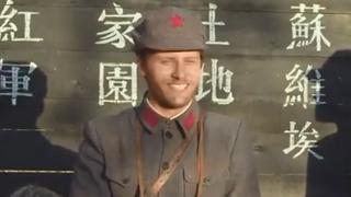 《红星照耀中国》斯诺自带表情包教乡亲们学英语