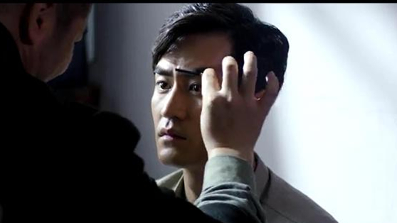《被催眠的催眠师》李正阳给孔目化妆