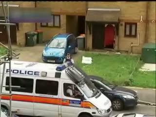 英国伦敦裸跑_伦敦:英国警方拘捕76名反种族歧视抗议者 [都市晚高峰