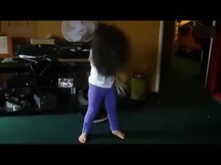 3岁美女小萝莉的热舞 萌翻了