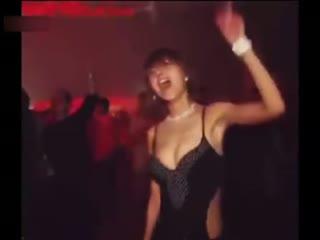 美女超high热舞 这才是正宗甩奶舞