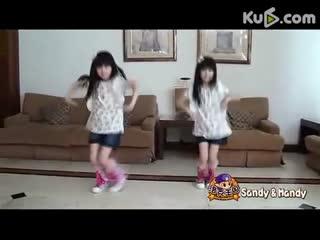 台湾最美双胞胎sandy&mandy热舞