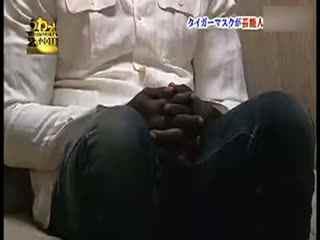 日本整人节目:虎面男房顶突击