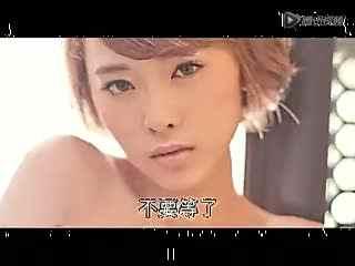 黄色全裸视频_嫩模写真露肉斗法 全裸大战青筋胸